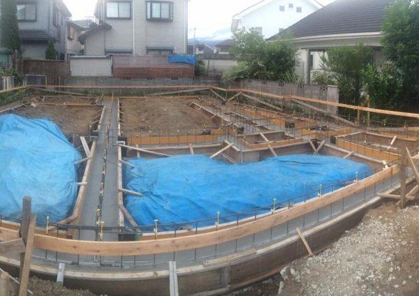 基礎工事のコンクリートを打設しています